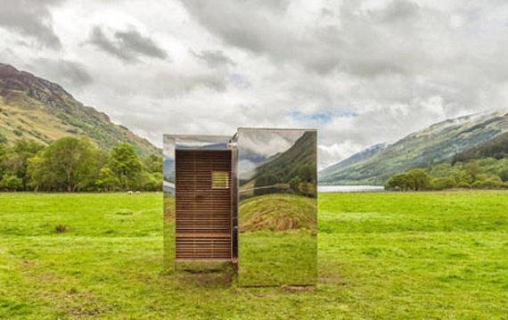 La casetta invisibile realizzata con gli specchi for Capanno invisibile