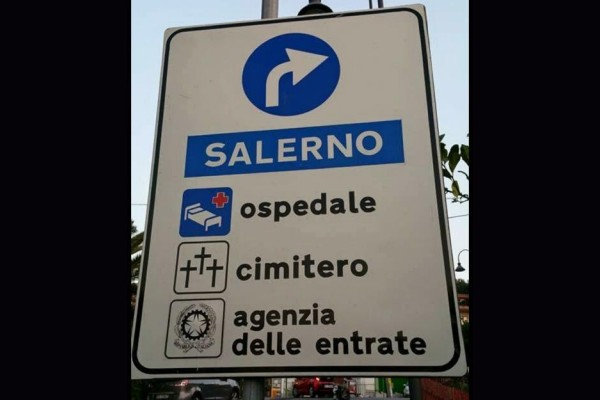 A Salerno meglio non svoltare a destra!