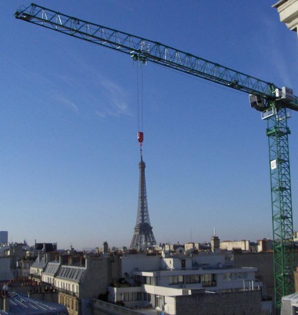 Spostamento della Torre Eiffel in corso...