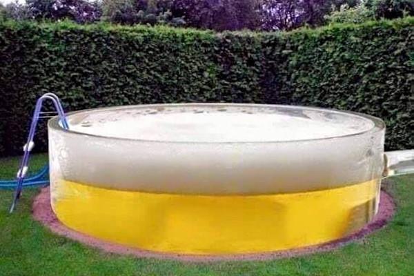 Birra in piscina o piscina di birra?