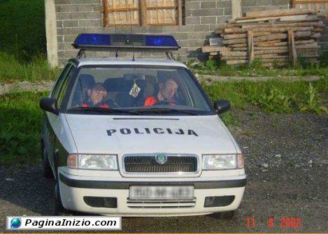 Due poliziotti molto...vigili