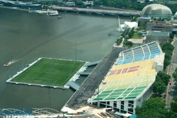 Campo da calcio isola...to