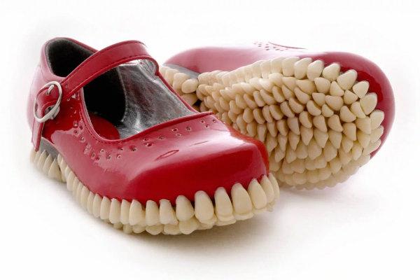 Le scarpe che mordono la strada