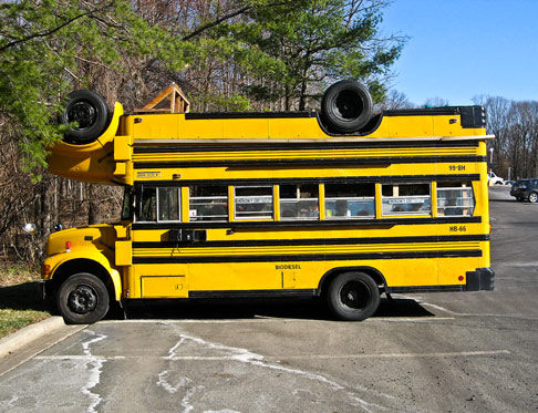 Un bus che non sta né in cielo né in terra!