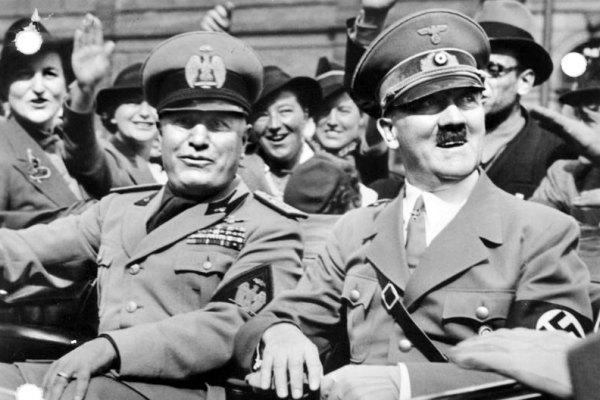Hitler e Mussolini in parata a Monaco di Baviera