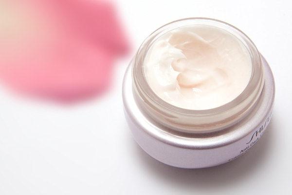 La crema viso va scelta in base al proprio tipo di pelle