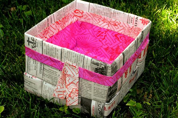 Cestino realizzato con carta di giornale