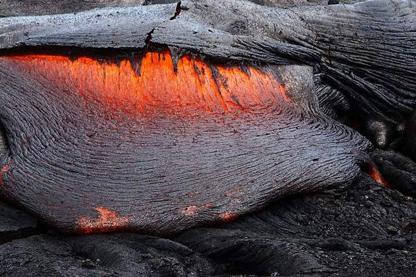 La temperatura di una colata lavica può superare i 1000 gradi centigradi