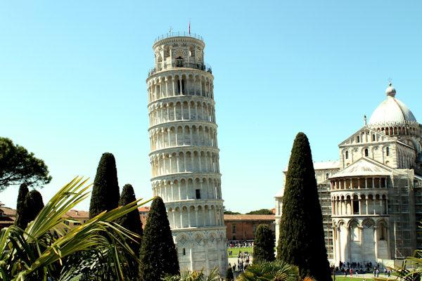 La 1° torre pendente è quella del Duomo di Pisa