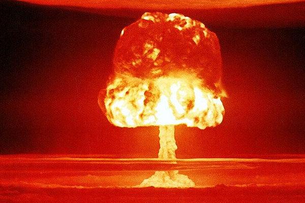 Bomba nucleare esplosa a Bikini nel 1954