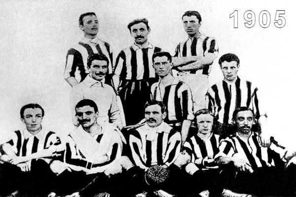 La formazione del 1905 con la classica maglia bianconera
