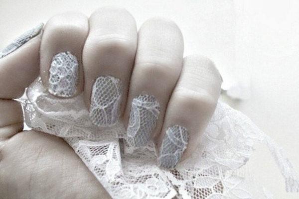 La Lace Nail Art è la tecnica di decorare le unghie con del pizzo colorato