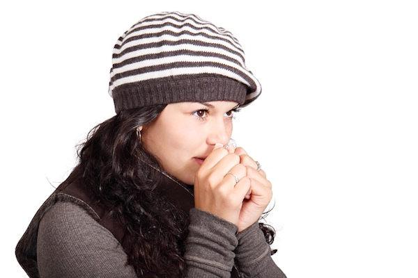 Oltre a indossare i guanti per proteggere le mani dal freddo è necessario prende