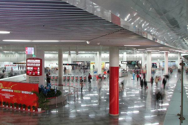 La stazione People's Square di Shangai è la più affollata