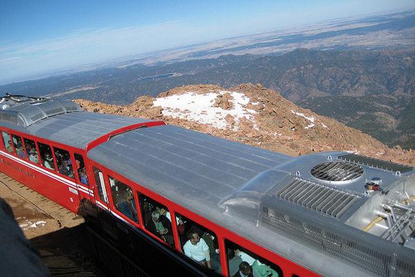 Una veduta dalla linea Manitou and Pike's Peak