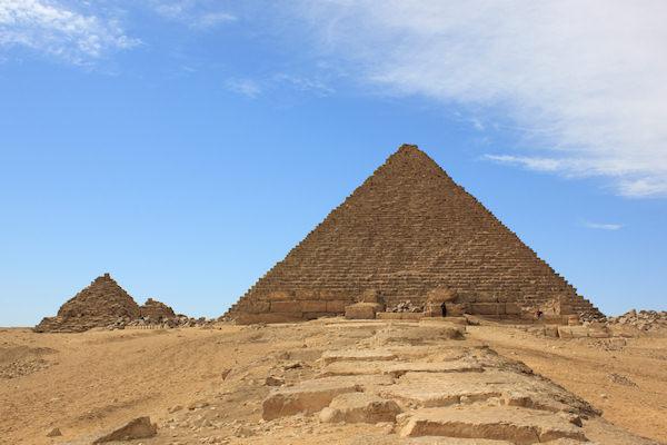 Le piramidi venivano erette sulle tombe dei faraoni