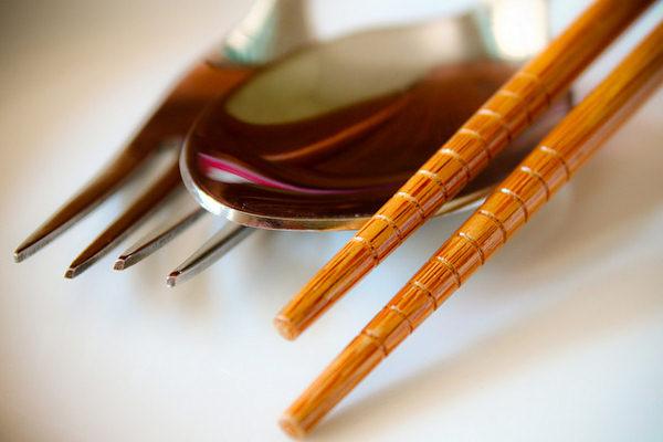 Le bacchette sono usate sia come posate sia come utensili da cucina