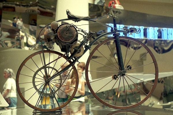 La motocicletta di Perreaux venne brevettata nel 1869
