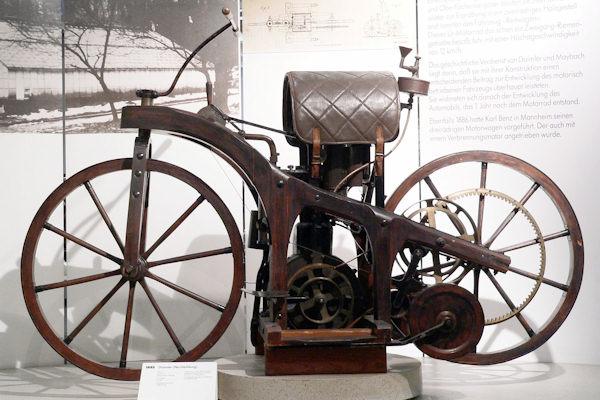 La Reitrad è considerata la prima motocicletta della storia