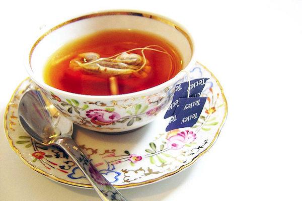 E' importante bere molta acqua, oppure thé e tisane