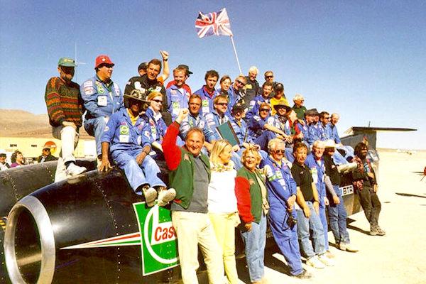 Il team del Thrust SSC dopo aver stabilito il record di velocità nel '97
