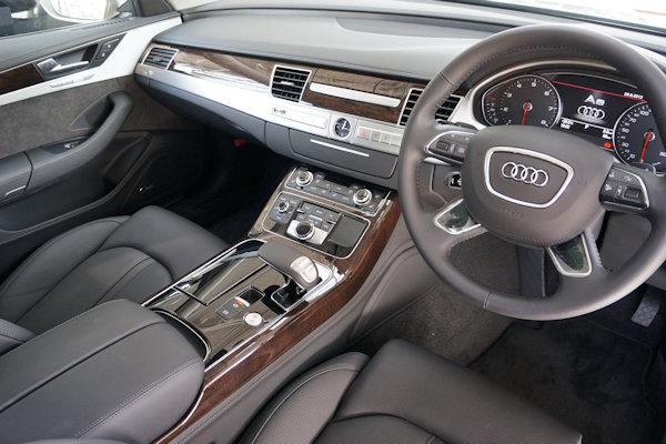 Auto con volante a destra