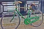 Modello di city bike da uomo