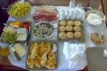 Il brunch è offerto a buffet, con alimenti dolci e salati