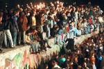La caduta del muro di Berlino nel 1989 sancisce la fine della guerra fredda