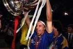 Alessandro Del Piero alza la coppa del 1996
