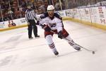 L'hockey su ghiaccio si gioca con casco ed altre protezioni in tutto il corpo
