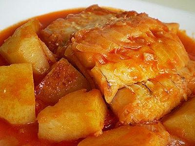 Baccalà con patate e pomodoro